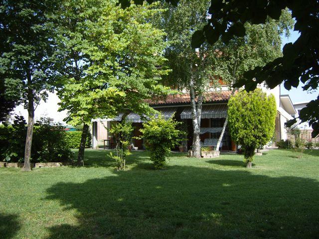 Soluzione Indipendente in affitto a Ferrara, 3 locali, zona Zona: Via Bologna , prezzo € 1.500 | Cambio Casa.it