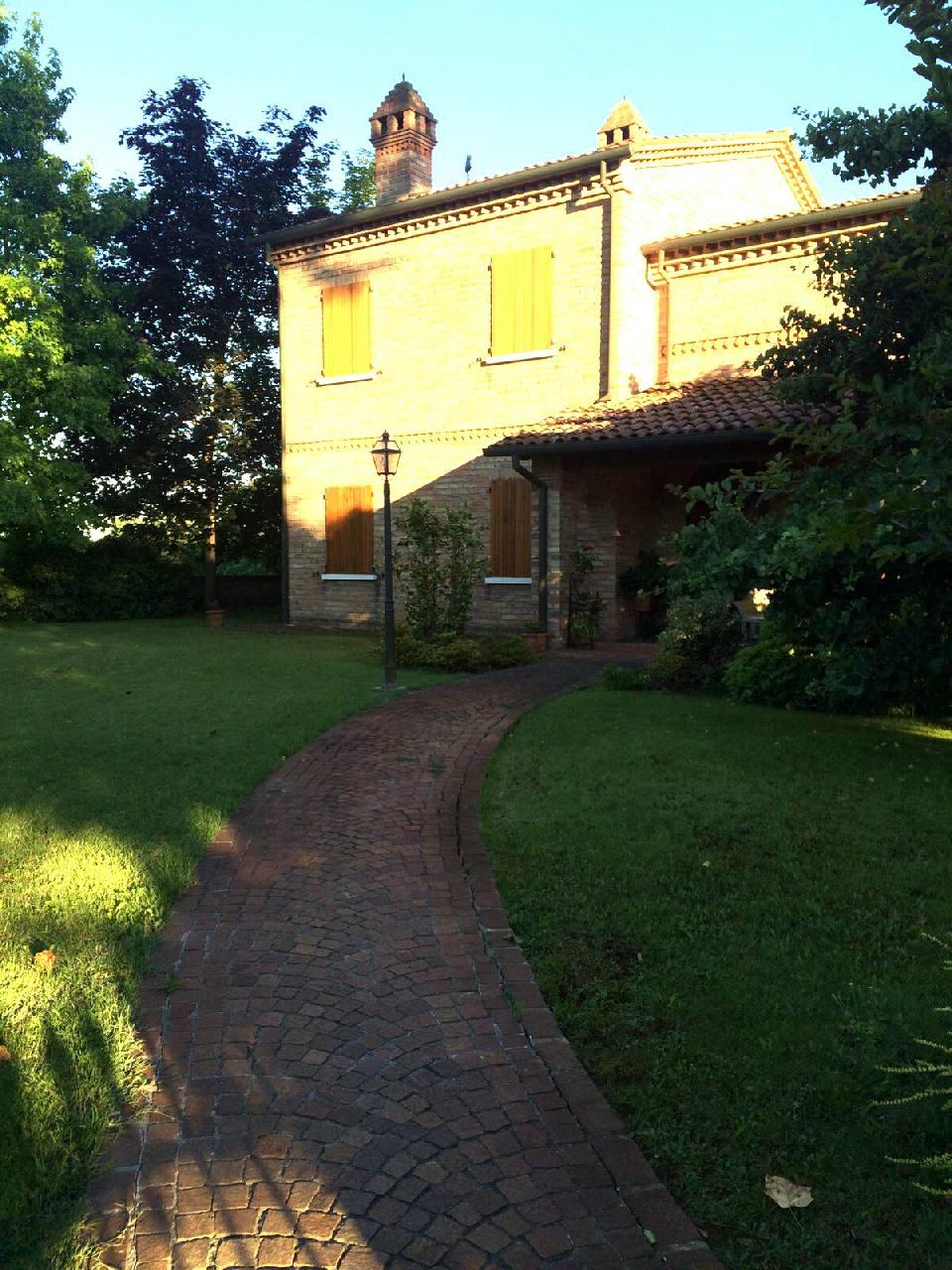 Villa in affitto a Masi Torello, 3 locali, zona Località: Masi Torello, prezzo € 2.800 | Cambio Casa.it