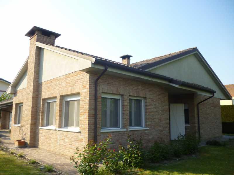 Villa in vendita a Masi Torello, 4 locali, zona Località: Masi Torello, prezzo € 330.000 | Cambio Casa.it