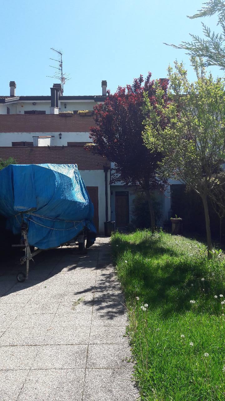 Villa in vendita a Ferrara, 4 locali, zona Località: Via Copparo, prezzo € 168.000 | CambioCasa.it