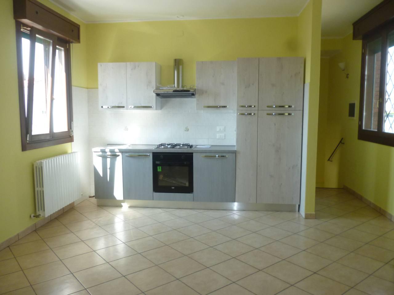 Appartamento in affitto a Ferrara, 1 locali, zona Zona: Cona, prezzo € 450 | Cambio Casa.it