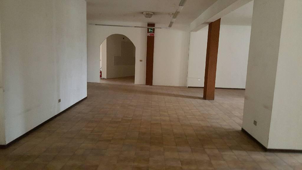 Negozio / Locale in affitto a Ferrara, 1 locali, zona Località: Fuori Mura, prezzo € 2.500 | Cambio Casa.it