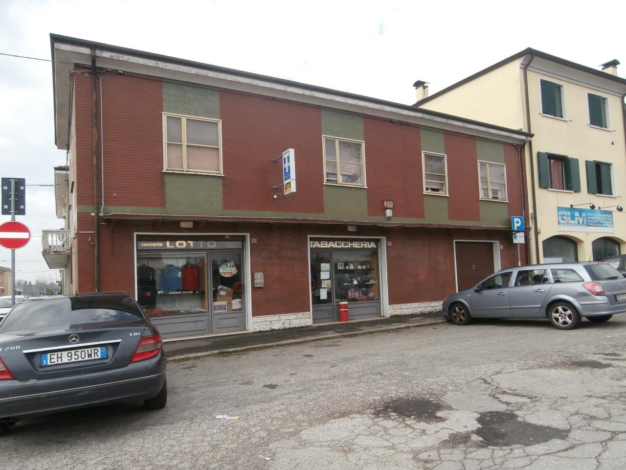 Negozio in vendita Ferrara Zona Via Modena