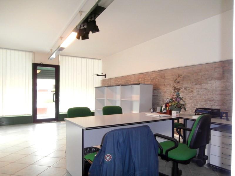 Negozio in vendita Ferrara Zona S. Martino