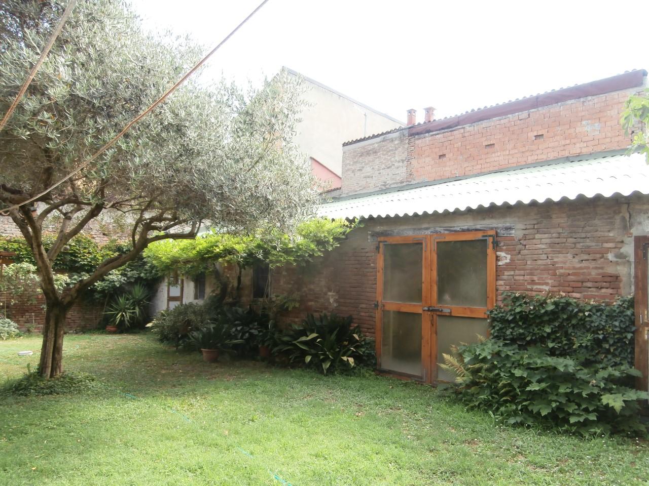 Villa Indip. in vendita Ferrara Zona Centro Storico
